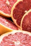 Organiska skivade röda grapefrukter Arkivbilder