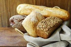 Organiskt brödsortiment Arkivfoton