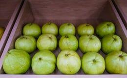 Organiskt nytt för guavafrukt royaltyfri bild