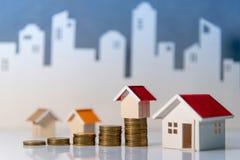 Organismos de investimento imobiliário Conceito da escada da propriedade imagens de stock