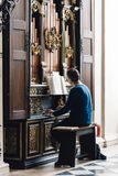 Organiste Playing The Organ photo stock