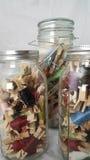 Organización del hilo en tarros del madon Imagen de archivo libre de regalías