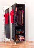 Organizador de la ropa con ropa y accesorios Fotografía de archivo libre de regalías