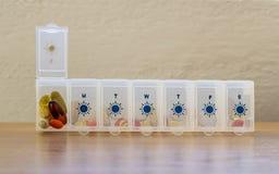 Organizador de las píldoras Fotos de archivo libres de regalías