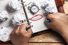 Organizador Hands del tiempo de la tensión del plazo Fotos de archivo libres de regalías