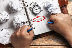 Organizador Hands do tempo do esforço do fim do prazo Fotos de Stock Royalty Free
