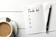 Organizador personal abierto con a para hacer la lista foto de archivo libre de regalías