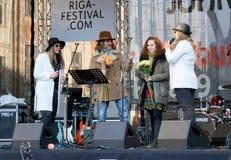 Organizadores do 75th aniversário do festival de John Lennon em Riga Imagem de Stock Royalty Free
