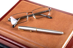Organizer glasses and fountain pen Royalty Free Stock Photos
