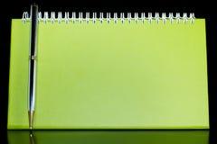Organizzatore in bianco con la penna Immagini Stock Libere da Diritti
