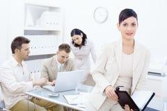 Organizzatore della holding della donna di affari fotografie stock