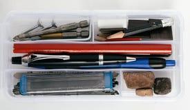 Organizzatore di plastica con gli strumenti Fotografie Stock Libere da Diritti