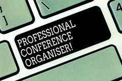 Organizzatore professionale di conferenza del testo di scrittura di parola Concetto di affari per Specializes nei seminari d'orga immagine stock