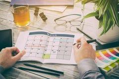 Organizzazione del pianificatore di piano di eventi del calendario fotografia stock
