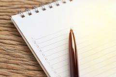 Organizzi o i progetti di scrittura, personali per fare le liste o il lavoro, compito fotografia stock libera da diritti