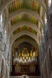 Organo e soffitti del Catedral de Santa Maria la Real de la Almudena a Madrid Immagini Stock