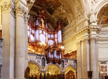 Organo ed interno a Berlin Cathedral Fotografia Stock