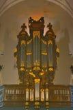 Organo incredibile in una chiesa fotografie stock