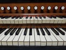 Organo, primo piano della tastiera di harmonium Fotografia Stock