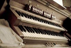 Organo in una chiesa Fotografie Stock Libere da Diritti