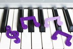 Organu i musicalu postacie obraz stock