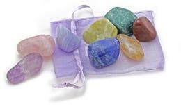 Organza-Beutel mit Chakra Crystal Set Stockbild