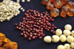 Orge de haricot et perlée rouge photo libre de droits
