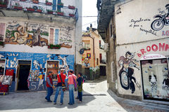 ORGOSOLO, ITÁLIA - 21 DE MAIO DE 2014: Pinturas de parede Imagens de Stock