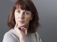 Orgulho e arrogância para a mulher 50s infeliz Fotos de Stock Royalty Free