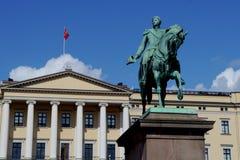 Oriëntatiepunt koninklijk paleis in Oslo, Noorwegen Stock Foto's
