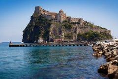 Oriëntatiepunt van Aragonese-Kasteel op Ischia eiland, Napels Italië royalty-vrije stock fotografie
