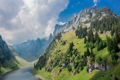 Oriënterende reis door het mooie Appenzell-berggebied royalty-vrije stock foto