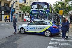 Orica Scott drużyny rowery I samochód obrazy royalty free
