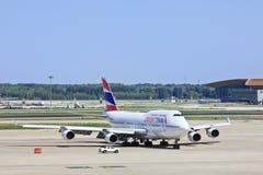 Orient Thai Airlines B-2470, 747-4J6M sull'aeroporto internazionale del capitale di Pechino Immagini Stock Libere da Diritti