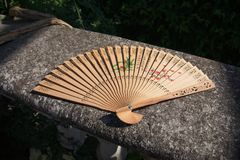 Orientał rzeźbiący drewniany ręki fan zdjęcia stock