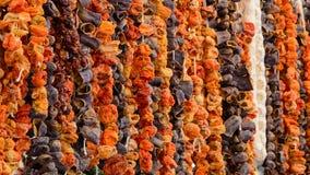 Oriental épice les légumes séchés au soleil au marché turc d'épicerie Photographie stock libre de droits
