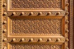 Oriental adornó la decoración de la puerta del metal Imagen de archivo libre de regalías
