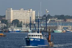 Oriental azul da embarcação de pesca comercial Fotografia de Stock