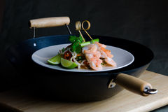 Oriental stir-fry with prawns and noodles Royalty Free Stock Photos