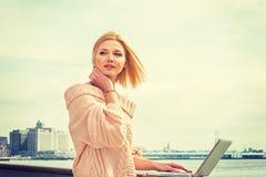Orientale - viaggio europeo della donna di affari, lavorante a New York Fotografia Stock Libera da Diritti
