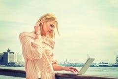 Orientale - viaggio europeo della donna di affari, lavorante a New York Immagini Stock