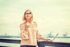 Orientale - viaggio europeo della donna di affari, lavorante a New York Fotografie Stock Libere da Diritti