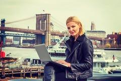 Orientale - viaggio europeo della donna, lavorante a New York, Immagine Stock