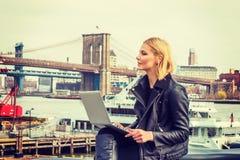 Orientale - viaggio europeo della donna, lavorante a New York Fotografie Stock