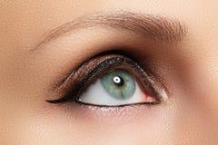 Orientalische Art Schöne saubere Haut, gesättigtes Make-up stockbild