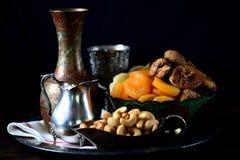 Orientalische Bonbonrosinen, getrocknete Aprikosen, Feigen und Acajounüsse Lizenzfreie Stockbilder