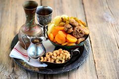 Orientalische Bonbonrosinen, getrocknete Aprikosen, Feigen und Acajounüsse Lizenzfreies Stockbild