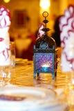 Orientalische Lampe auf einer Tabelle Stockbild