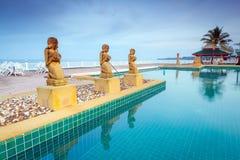 Orientalische Landschaft am Pool Stockbilder