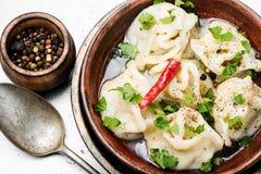 Orientalische Mehlklöße mit Hackfleisch stockfotografie